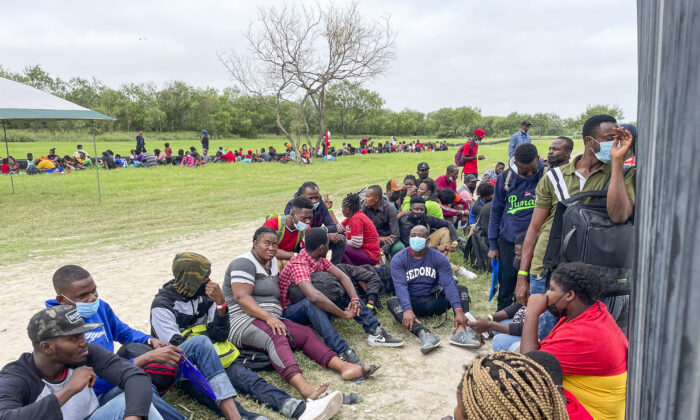 Texas Gov. Abbott Orders National Guard to Help Arrest Illegal Immigrants