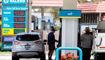 Gasoline Prices Hit 7-Year High Even as Demand Falls for 4th Straight Week