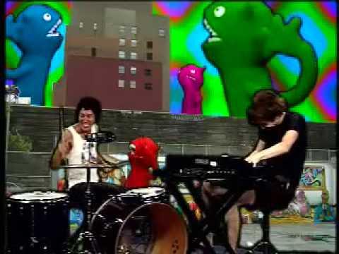 , Matt and Kim – Yeah Yeah Flosstradamus remix video