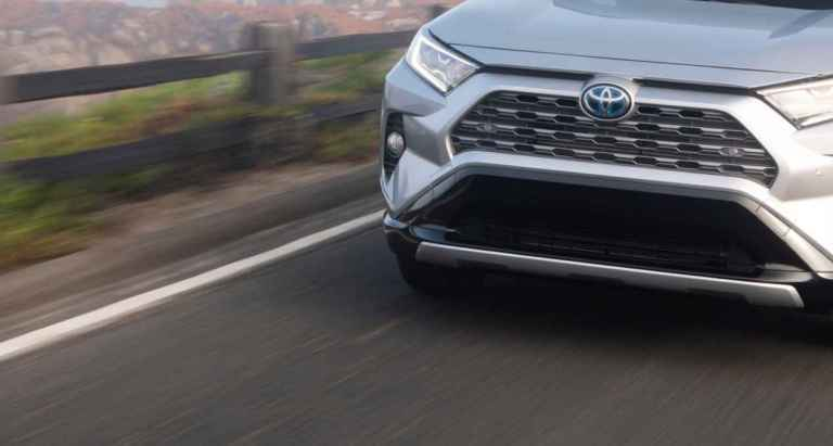 rav4-xse-grill-and-bumper