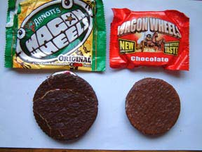 Australian Wagon Wheel on the left, UK Wagon Wheel on the right, from www.nicecupofteaandasitdown.com
