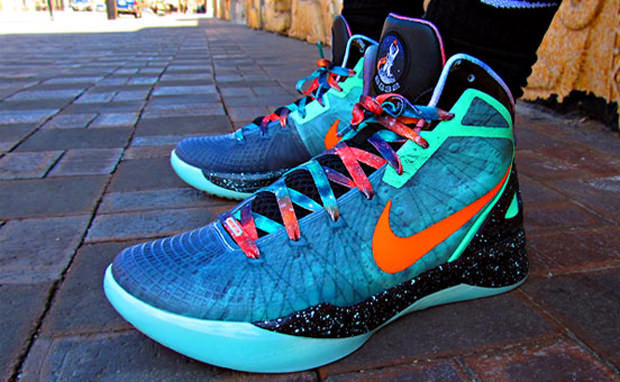 "the latest 0b07f 8d102 Nike Zoom Hyperdunk 2011 Supreme ""Galaxy"""