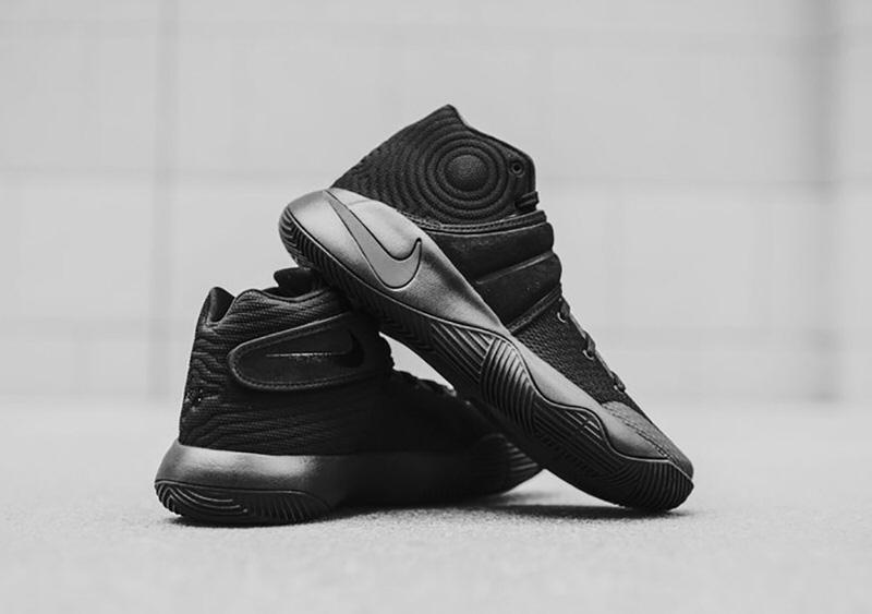 Nike Kyrie 2 Triple Black Nike Kyrie 2 Triple Black