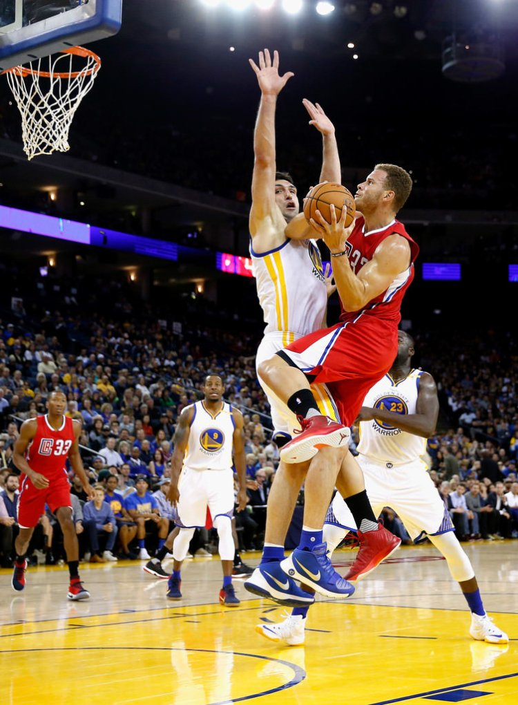 Blake Griffin attacks in the Jordan Super.Fly 4