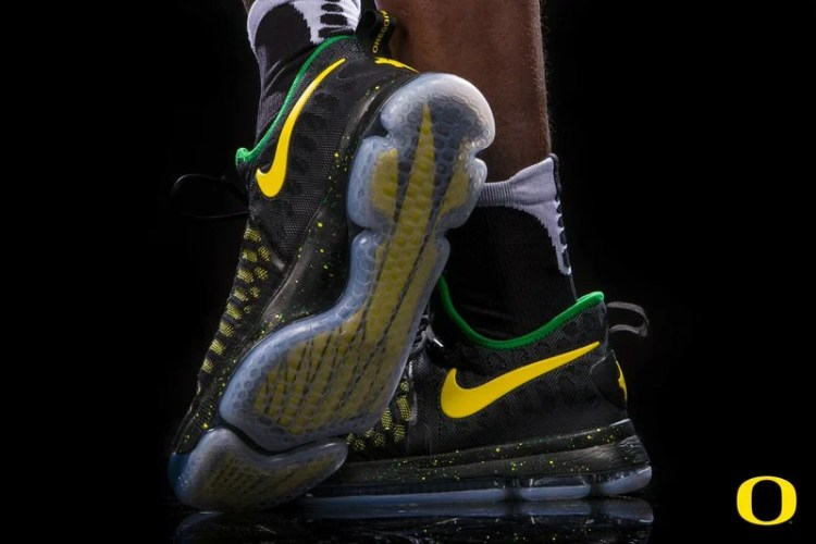 "Nike KD 9 ""Veterans Day"" Oregon PE"