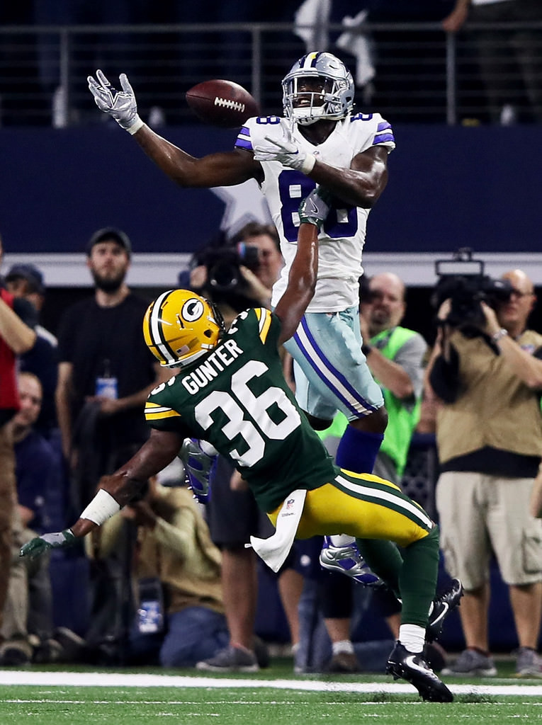 Dez Bryant in his Air Jordan 6 Low Cleat PE