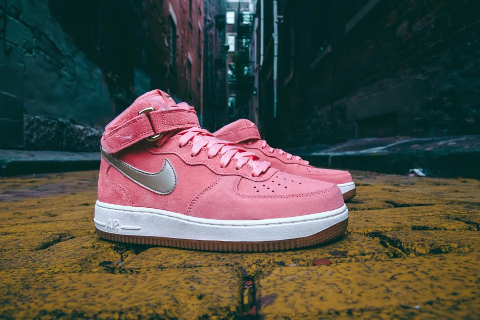 "Nike WMNS Air Force 1 Mid ""Bright Melon"""