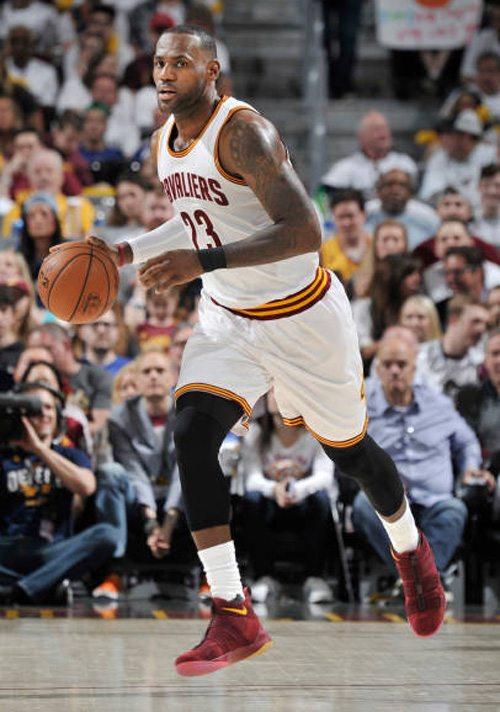 7a3084e47991 LeBron James Debuts Nike Zoom Soldier 11    Kicks On Court