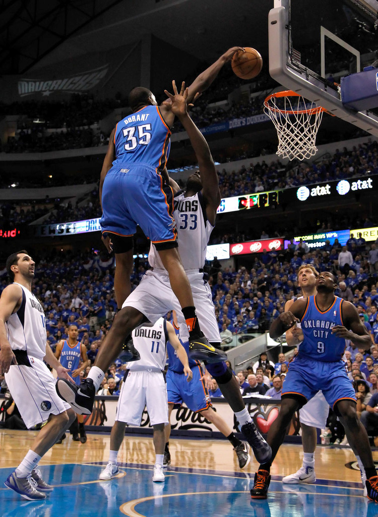 Kobe Bryant Dunks On Kevin Durant When Kevin Dura...