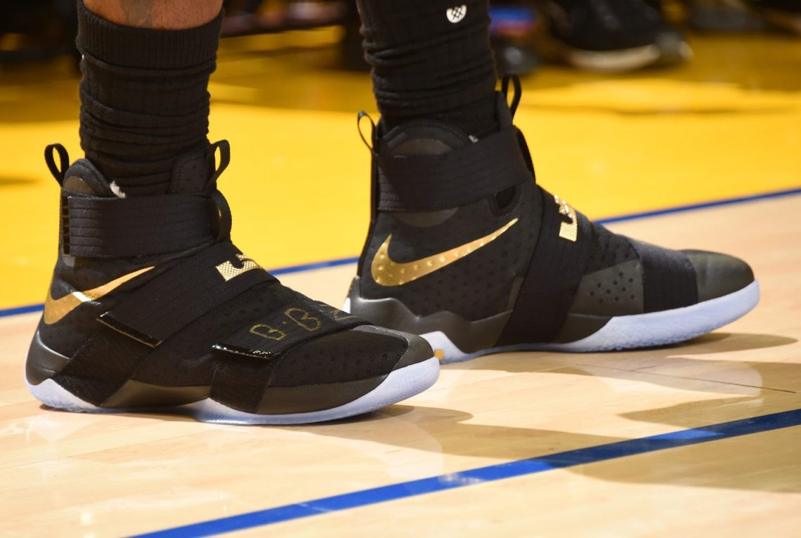 lebron james sneakers soldier