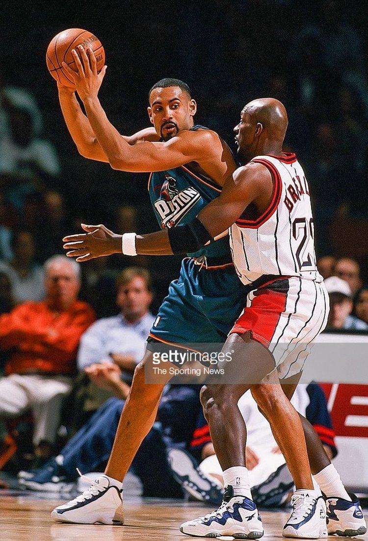Kicks Court Clash 00s Spurs vs 90s Rockets