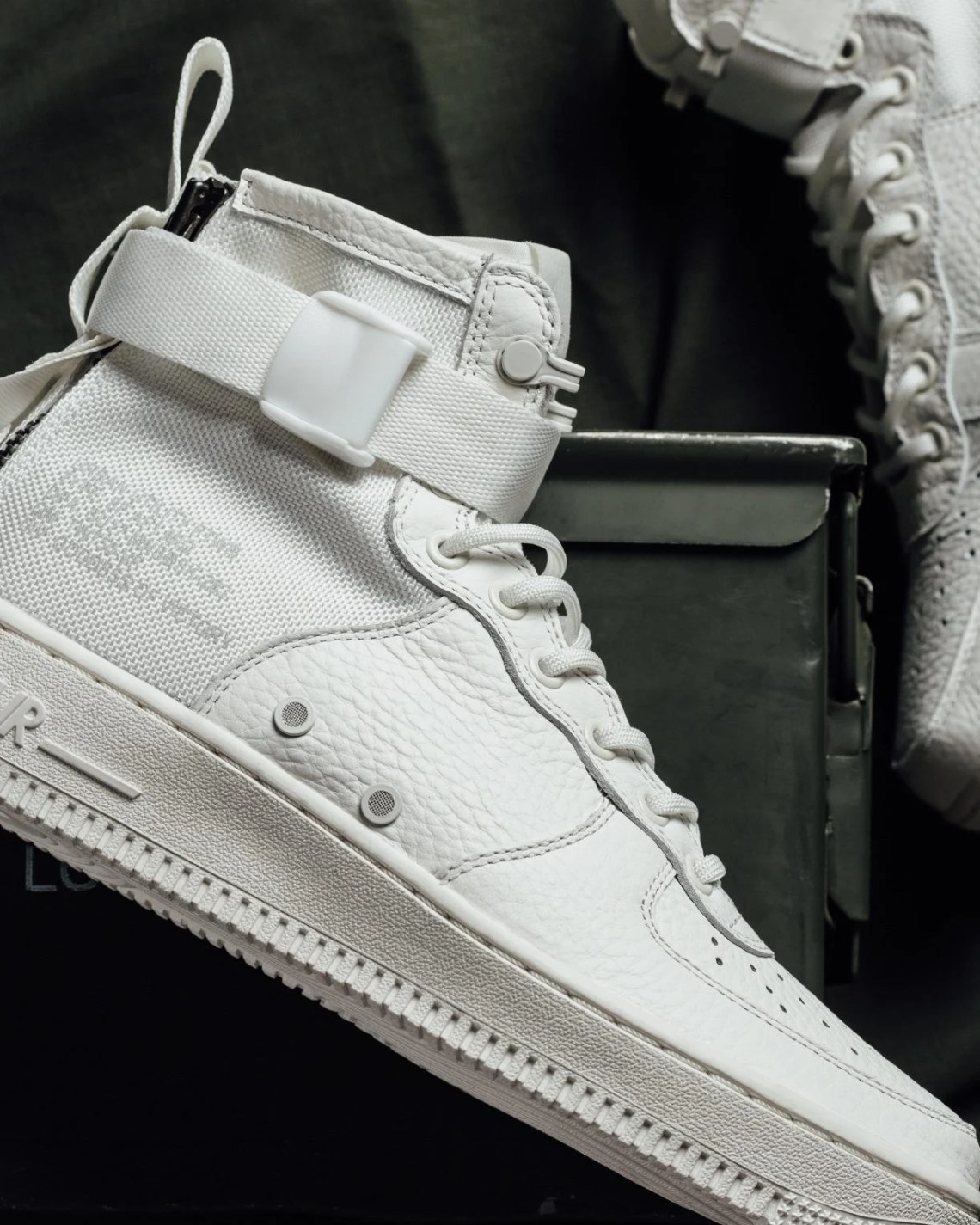 """buy online 385c3 d2b64 Nike SF Air Force 1 Mid """"Triple Ivory"""" ..."""