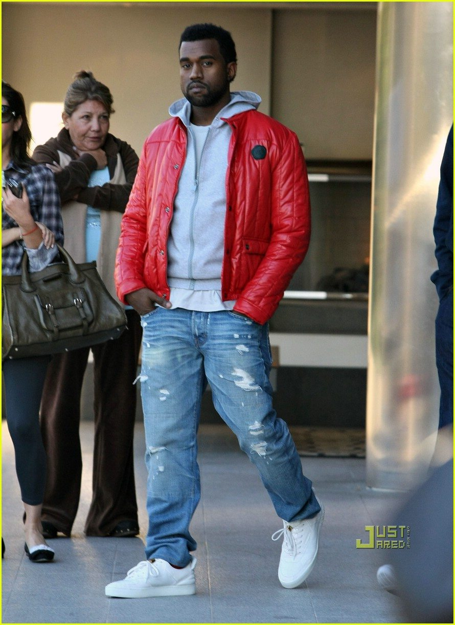 "45422b32f ... Kanye West in the Louis Vuitton Hudson ""White"""