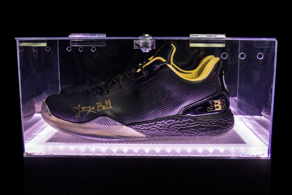 Big Baller Brand's Autographed ZO2 Doesn't Come In Clear Display Case