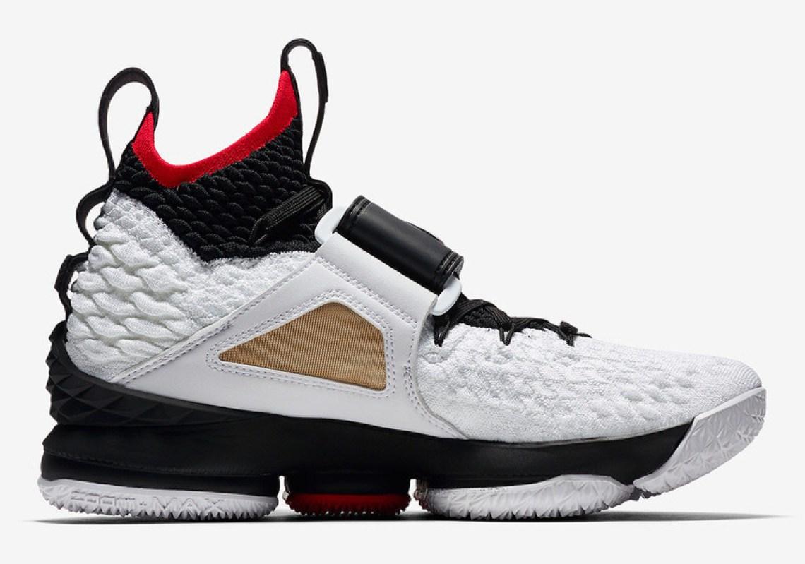 "Nike LeBron 15 ""Diamond Turf"" PE"