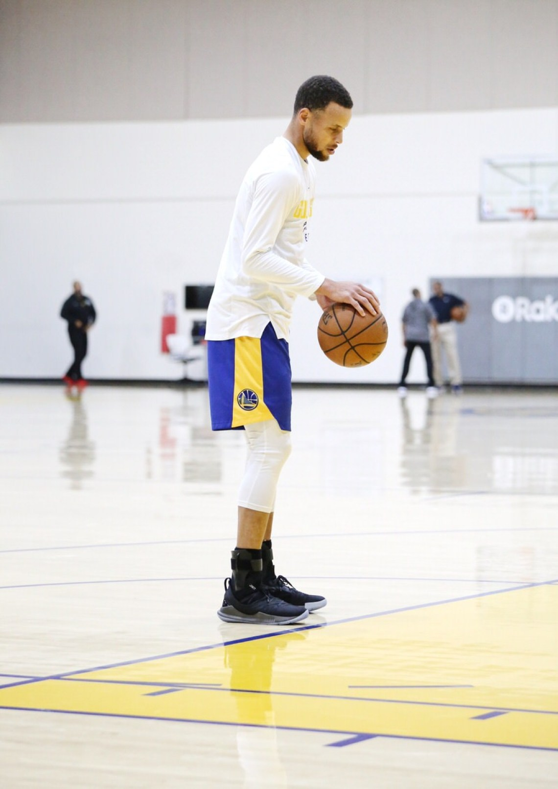 7c3990e6dd8b Stephen Curry In The New Under Armour Curry 5