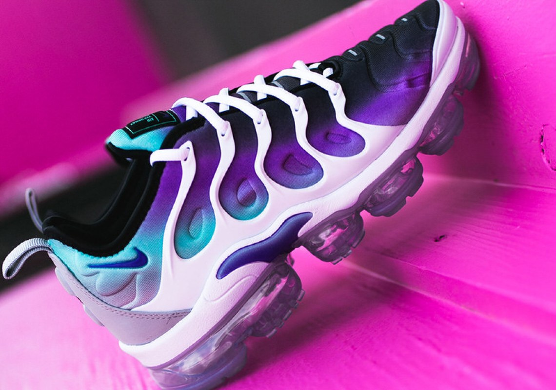 "Nike WMNS Air VaporMax Plus ""Aqua"""