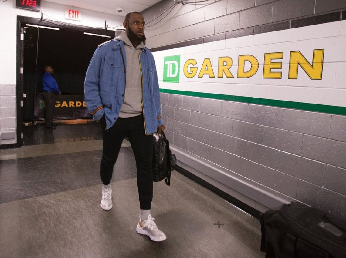 Lebron James in the Nike Epic Element 87