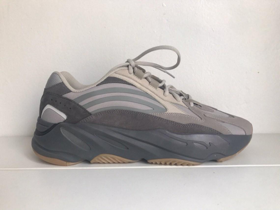 2263e9ea2e4dd adidas Yeezy Boost 700 V2