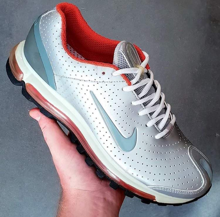 sports shoes 5ca4f b8493 In the early 2000s, Nike running stayed true to its Air Max roots but  gravitated towards designing a model that featured superior cushioning for  maximum ...