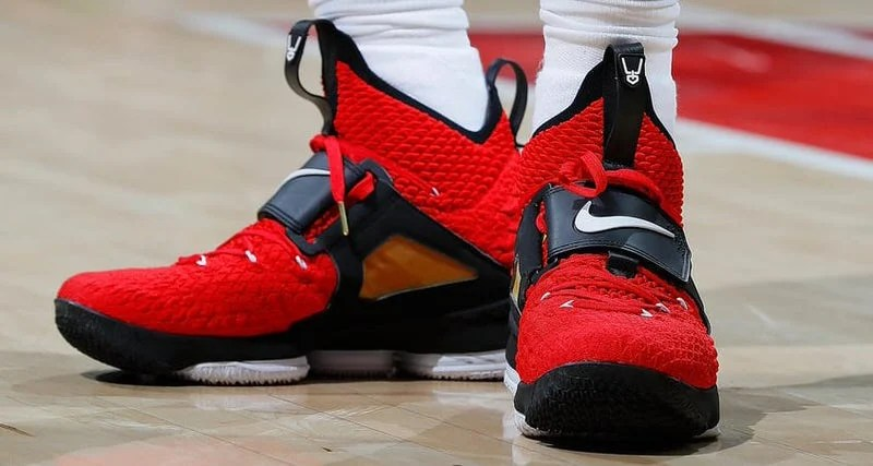 50fe749ec4223 Nike LeBron 15