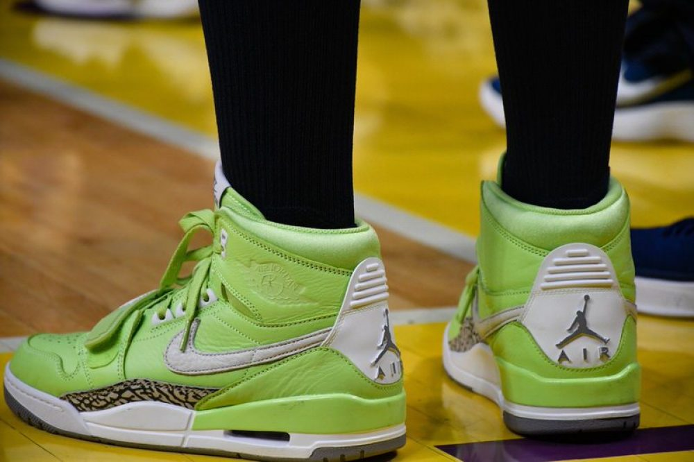 "Elena Delle Donne in the Off-White x Nike Hyperdunk Tanisha Wright in the  Jordan Legacy 312 ""Ghost Green"" Sue Bird in the Nike Kyrie 4 "" ... 60be258c1"