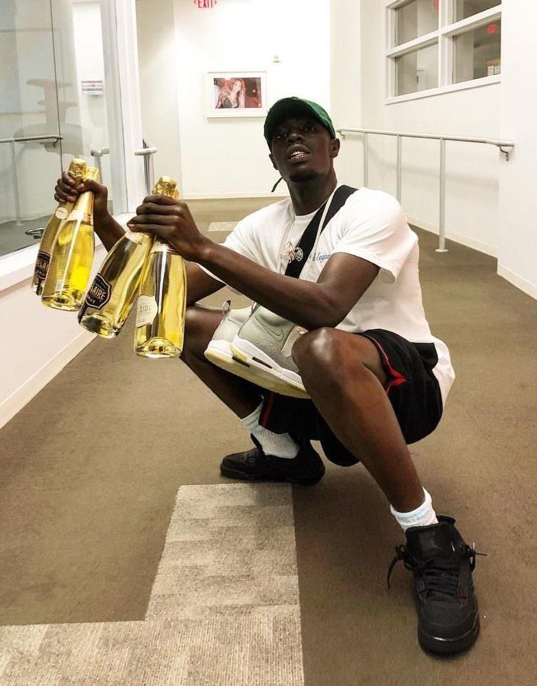 """Sheck Wes in the Air Jordan 4 Retro """"Black Cat"""""""