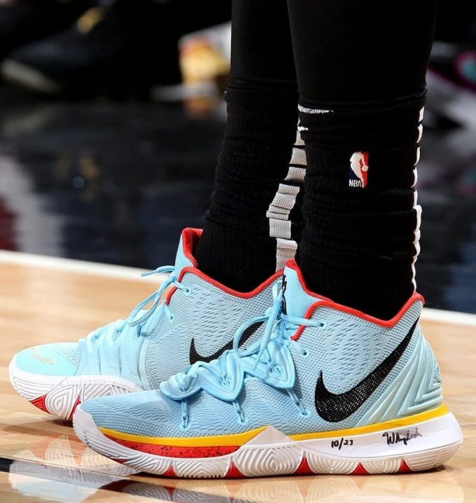 9dbf20c9dc61 Kyrie Irving in the Nike Kyrie 5 PE vs. Chicago Bulls (Gary Dineen NBAE via  Getty Images) ...