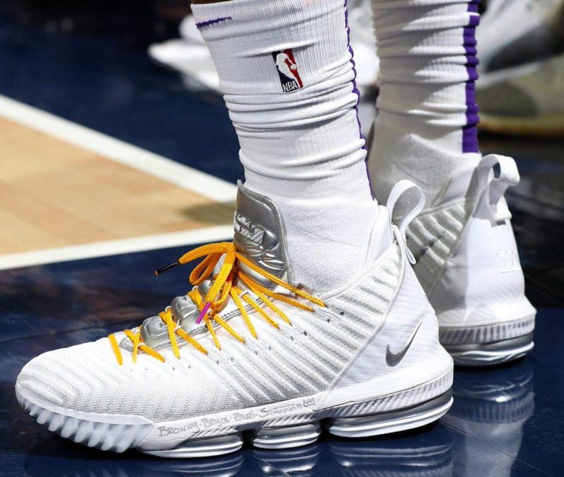 LeBron James in the Nike LeBron 16 PE vs. Washington Wizards (Joe  Murphy NBAE via Getty Images) ... 74bcc217d