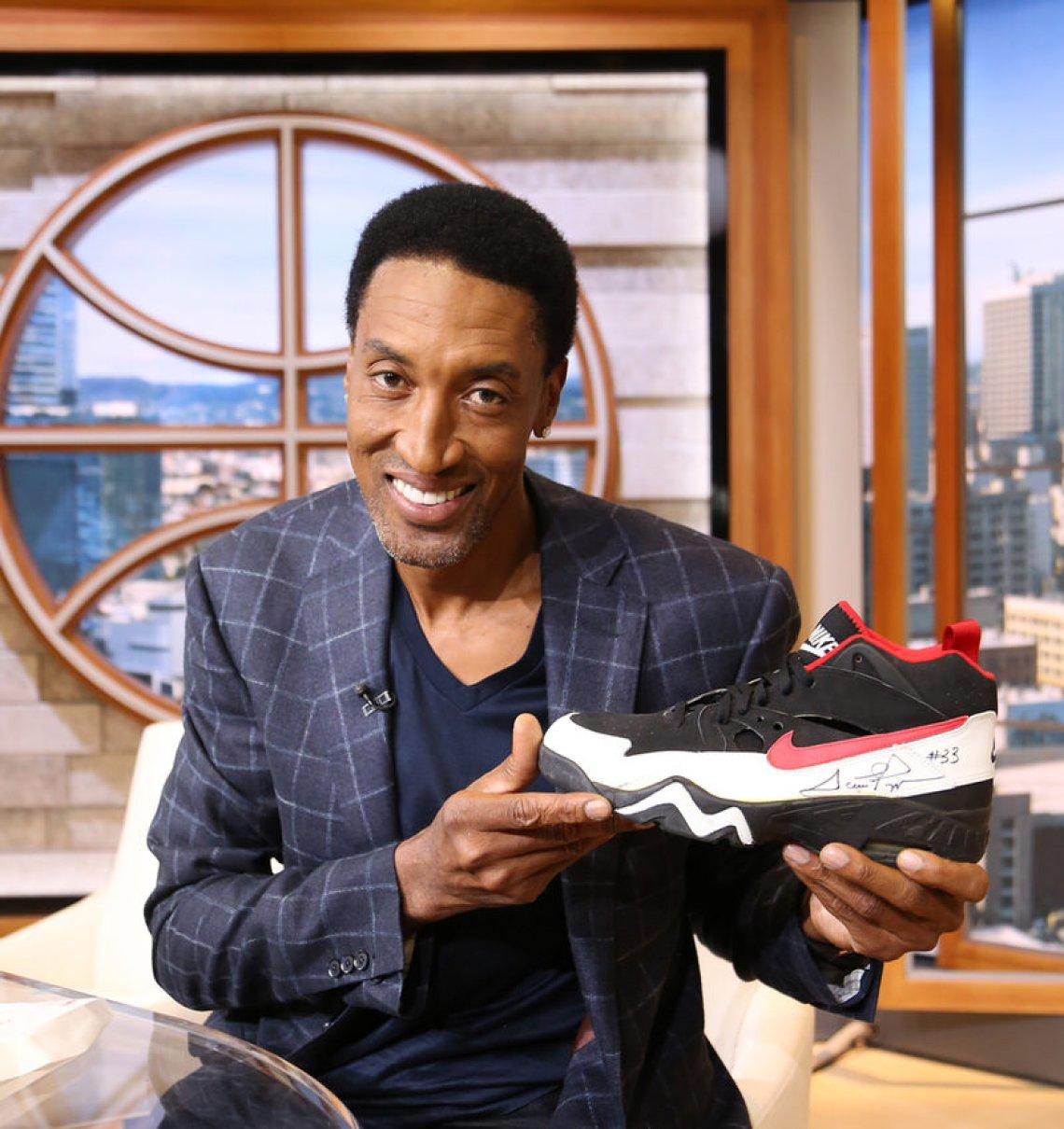 978f16de4f92f8 Scottie Pippen Signs Five Nike Signature Shoes For ESPN s Kicks 2 ...