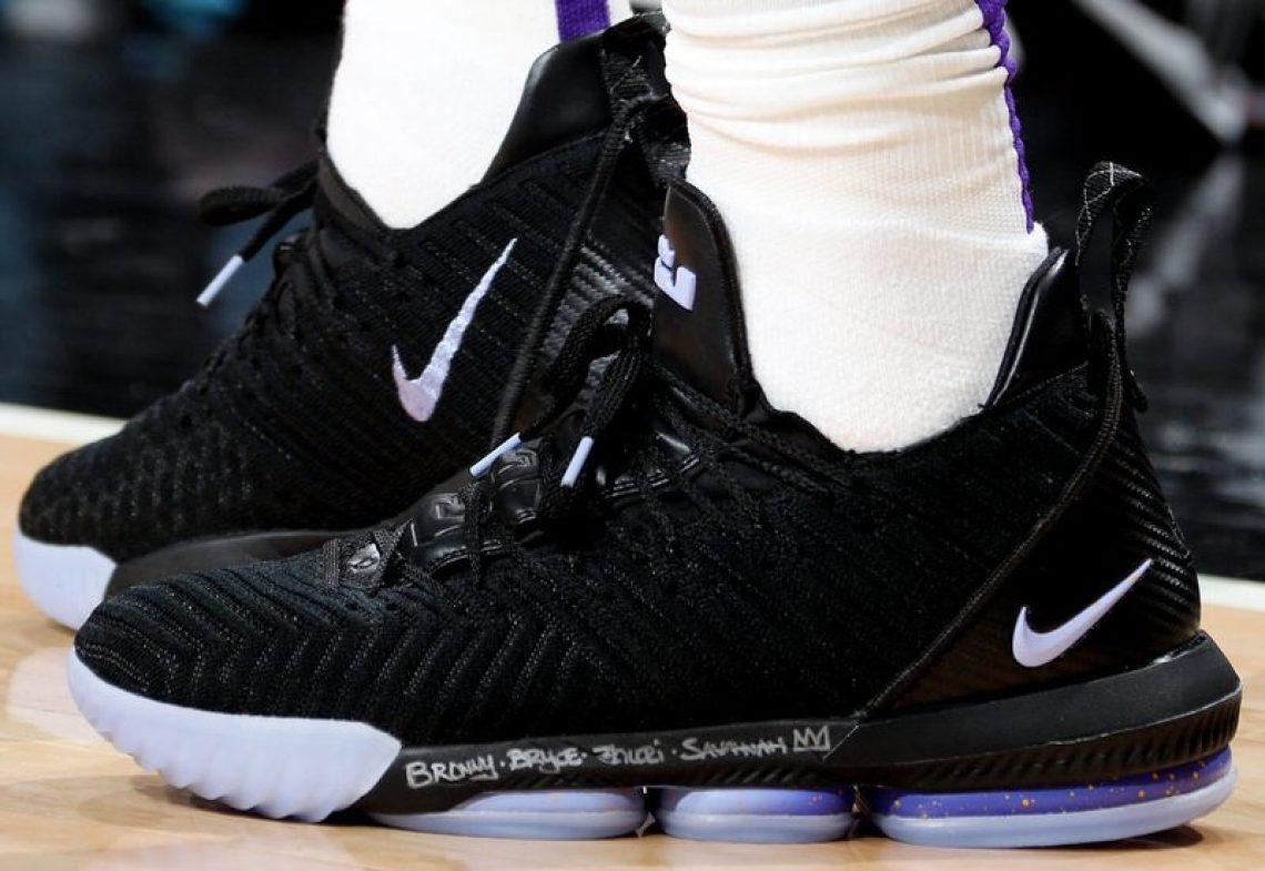 88874c85765 LeBron James in the Nike LeBron 16 PE vs. Chicago Bulls (Nathaniel S.  Butler NBAE via Getty Images) ...