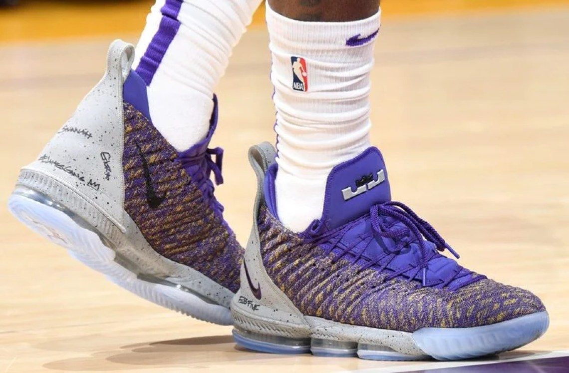 factory authentic 208f6 b7987 LeBron James in the Nike LeBron 16 PE vs. Los Angeles Clippers (Andrew D.  Bernstein NBAE via Getty Images) ...