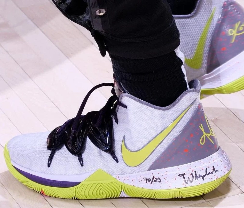 "252ffb9878fc Kyrie Irving in the Nike Kyrie 5 ""Mamba Mentality"" vs. Indiana Pacers (Ron  Hoskins NBAE via Getty Images) ..."