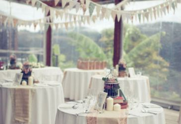 Garlands everywhere: Una boda con mil banderines