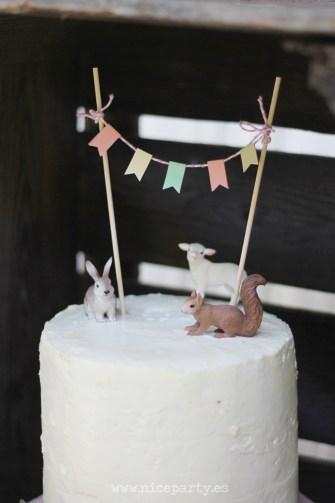 Nice Party Comunión bosque Mesa de dulces y decoración (11)