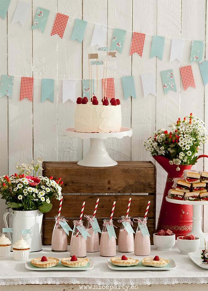 Mesa de dulces rustica romántica rojo y mint. Foto Pere Peris para El Mueble