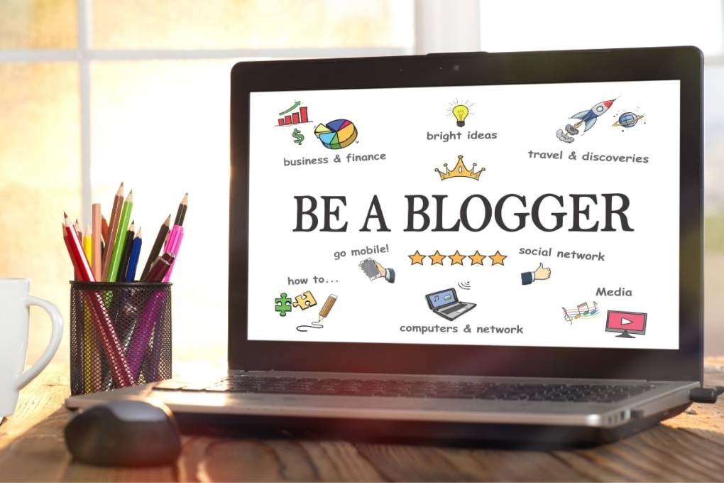 what does a blogger do