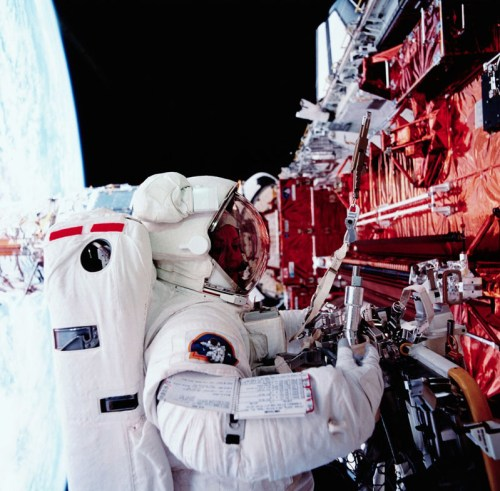 Dr Kathryn Thornton repairing the Hubble Space Telescope