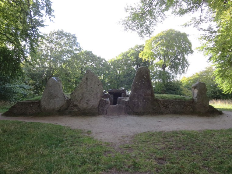 Front view of Wayland's Smithy