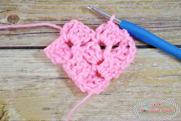 Corner-To-Corner Crochet Tutorial - Very detailed Step-by-Step photo and video guide by Nicki's Homemade Crafts