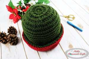 Reversible Textured Slouchy Beanie - Red Green showing the horizontal lines on the entire beanie that is flipped over on the ribbing- Free Crochet Pattern -Nicki's Homemade Crafts #crochet #slouchy #free #pattern #red #green #textured #christmas #reversible #beanie #hat