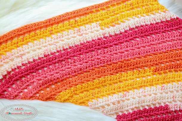 How to Crochet a Scarf like a Boomerang from a Free Crochet