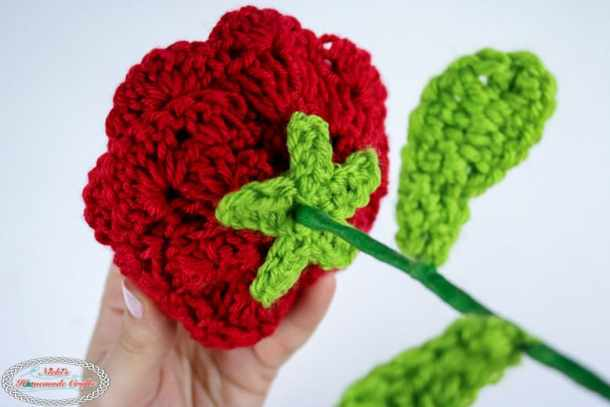 Crochet a Rose with wired stem and Leaves