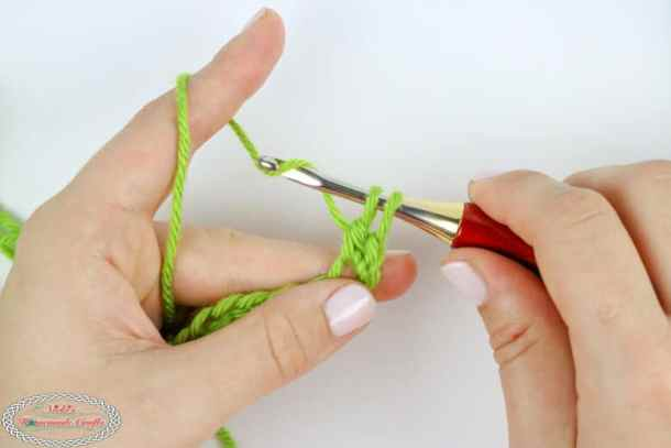 steps to crochet a double crochet