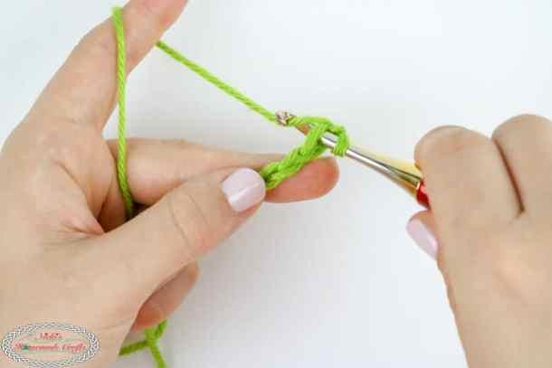 create a single crochet