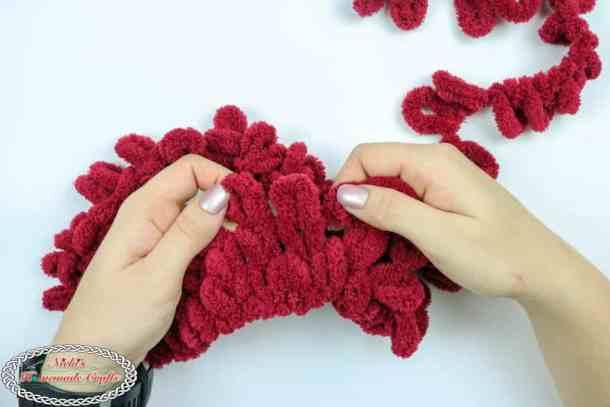 making a circle with blanket ez loop yarn