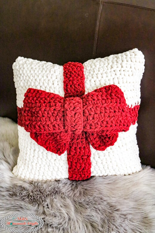 Crocheting a Present Pillow with Bow as gift - free pattern