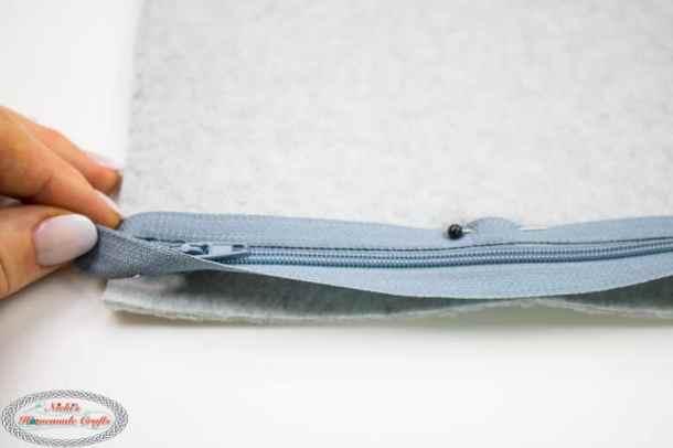 Bobble Basketweave Bag - Free Crochet Pattern Zipper sewn part