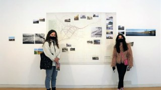 Visitors of the day: Becca & Niamh have just finished their final year at City of Glasgow College, 28 May 2021. Photo: Street Level Photoworks.