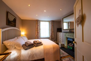 The Snug, bedroom 1, Lymington